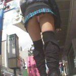 街ゆくブーツを穿いた女の子のパンチラGET!
