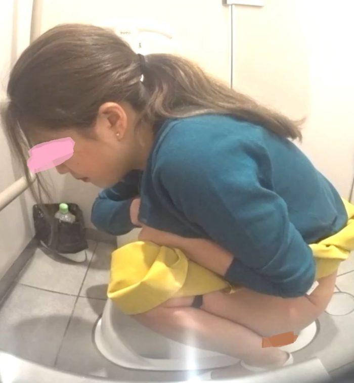 公衆トイレ排便盗撮