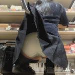 マンスジくっきり!黒髪ロリJKのスカートめくりしちゃいました!