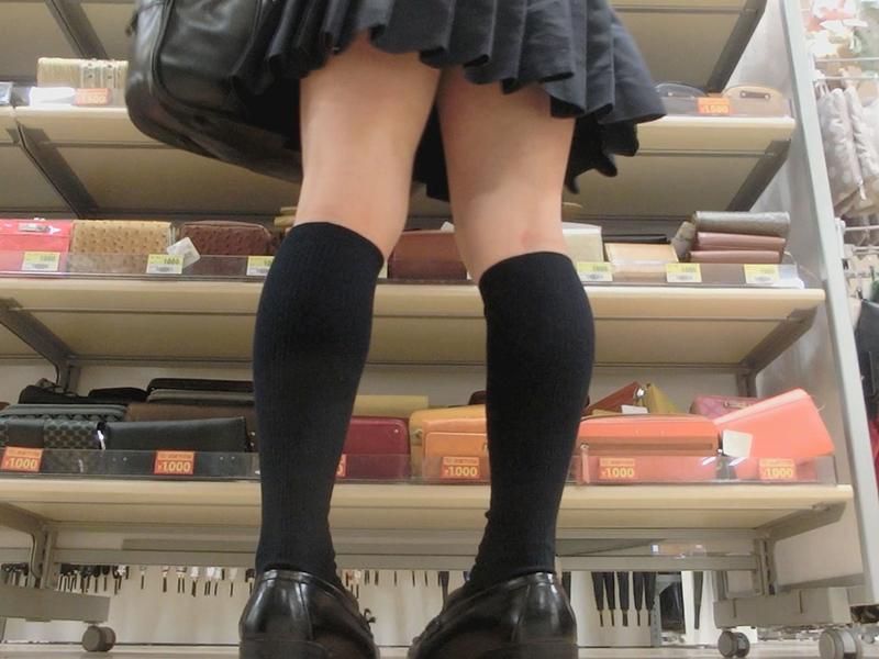 可愛い黒髪ロリJKちゃんのお尻が丸出しでパンツが丸見え!すかーとめくり❤.Vol.26
